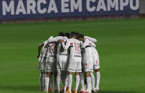 Tricolor recebe o Athletico Paranaense e abre série no Morumbi