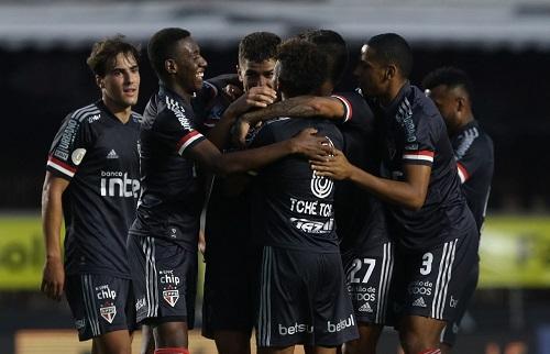 São Paulo vira pra cima do Fluminense e fica a um ponto do líder do Brasileirão