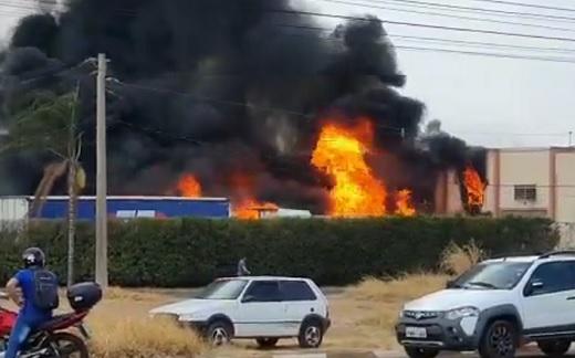 Incêndio em transportadora no Distrito Industrial em Franca; Veja!