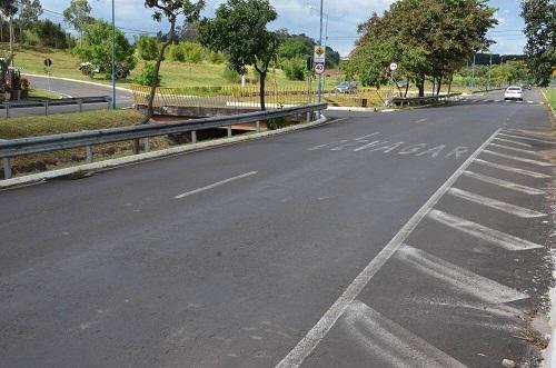 Prefeitura instala nova estrutura de semáforos na Hélio Palermo