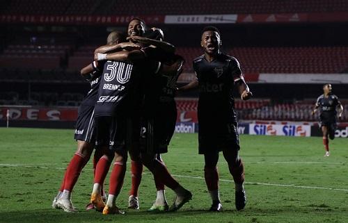 São Paulo encara o Palmeiras em disputa direta no Brasileirão