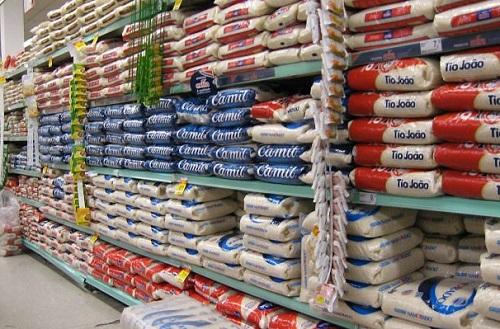 Preços do arroz e outros alimentos disparam e população reclama de abusos
