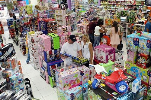 Atividade do comércio cai 8,8% no Dia das Crianças, afirma Serasa Experian