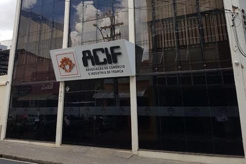 ACIF pede suspensão de tributos e flexibilização de leis trabalhistas