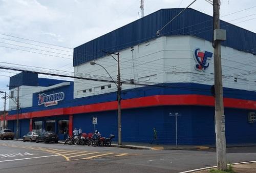 Tiãozinho Supermercados reinaugura sua loja da Avenida Brasil
