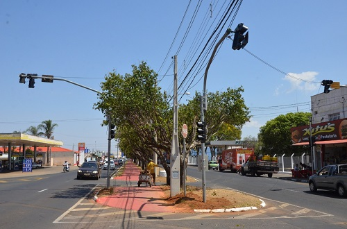 Novos semáforos entram funcionamento na avenida Moacir Vieira Coelho