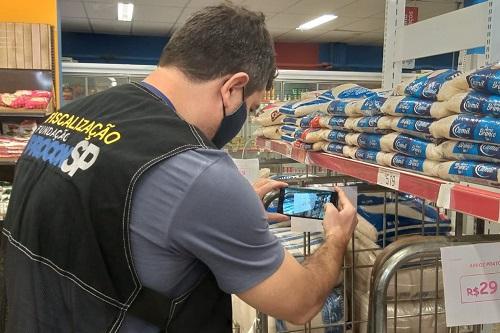 'Operação Preços nas Alturas':  Procon fiscaliza oito supermercados em Franca