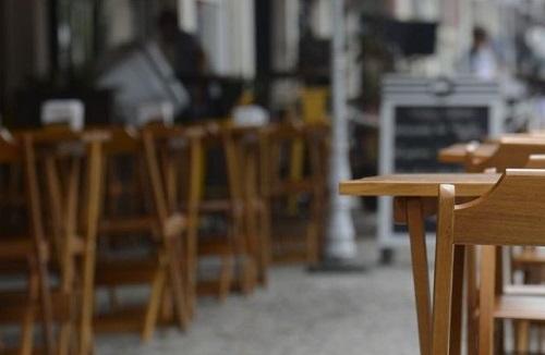 Após 14 dias na fase amarela, bares e restaurantes poderão funcionar até às 22h
