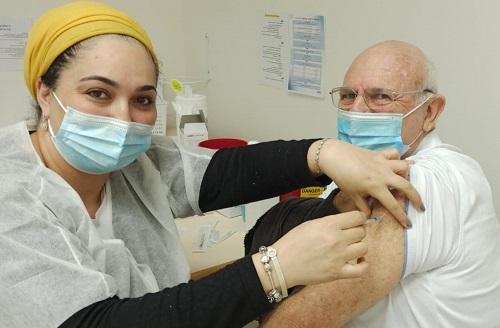 Israel consolida posição de liderança mundial na vacinação contra Covid-19