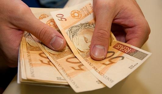 Sem aumento real, salário mínimo ficará em R$ 1.067 para 2021