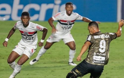 Há cinco jogos sem vencer, São Paulo fica só no empate com Coritiba