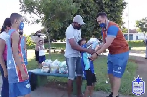 Alunos do 'Estrelas do Amanhã' recebem doação de cestas básicas; Veja!