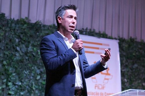 'Momento Empreender' encerra atividades do ano com palestra de Helinho Garcia
