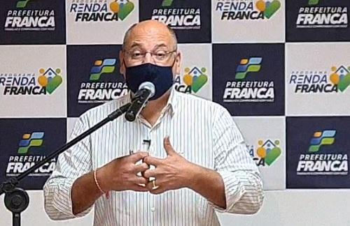 Prefeito anuncia 'Renda Franca' para mil famílias com pagamentos de R$ 300 mês