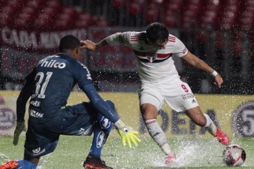 São Paulo goleia Santos em clássico pelo Paulistão