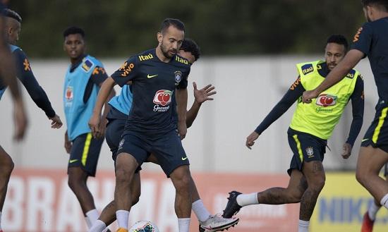 Seleção brasileira faz últimos preparativos antes de enfrentar Peru