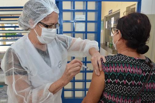 Franca inicia vacinação da segunda dose para 74 anos ou mais