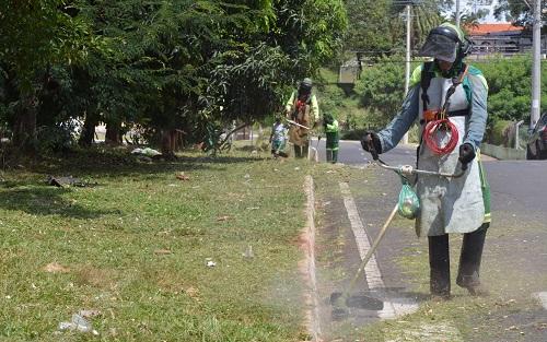 Serviços de limpeza são intensificados em vários bairros em Franca