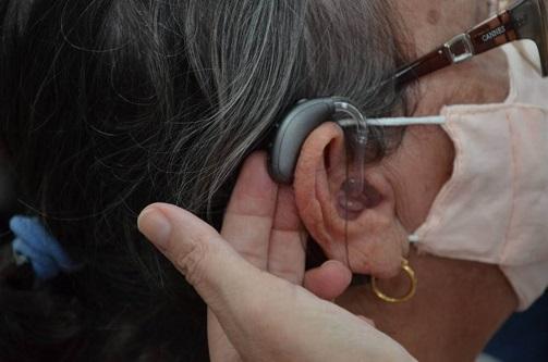 Saúde lança programa 'Alegria em Ouvir' e distribui aparelhos auditivos
