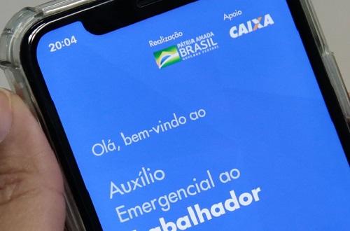 Bolsonaro assina 4 parcelas do novo auxílio que deverá ser pago a partir de abril