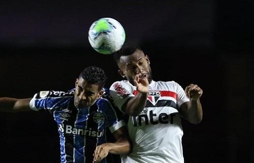 São Paulo empata sem gols com Grêmio e se mantém no G4