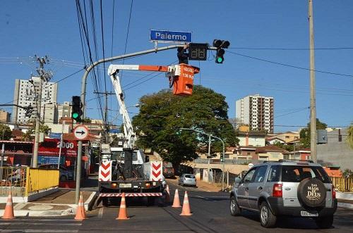 Segurança instala novos contadores numéricos em semáforos