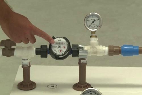 Instalação de bloqueadores de ar em hidrômetros é proposta por vereadores