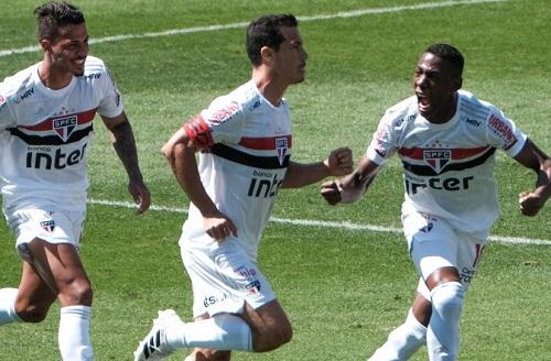 São Paulo vence clássico contra Corinthians e assume vice-liderança